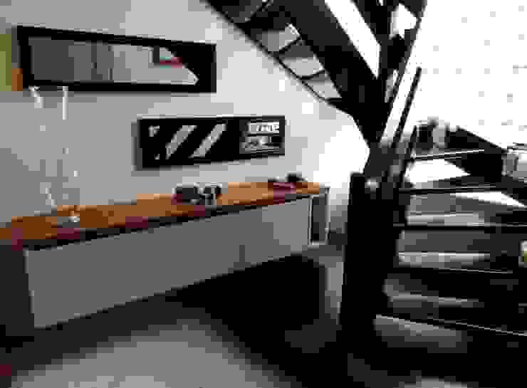 relooking de l'entrée Couloir, entrée, escaliers modernes par Emilie Bigorne, architecte d'intérieur CFAI Moderne