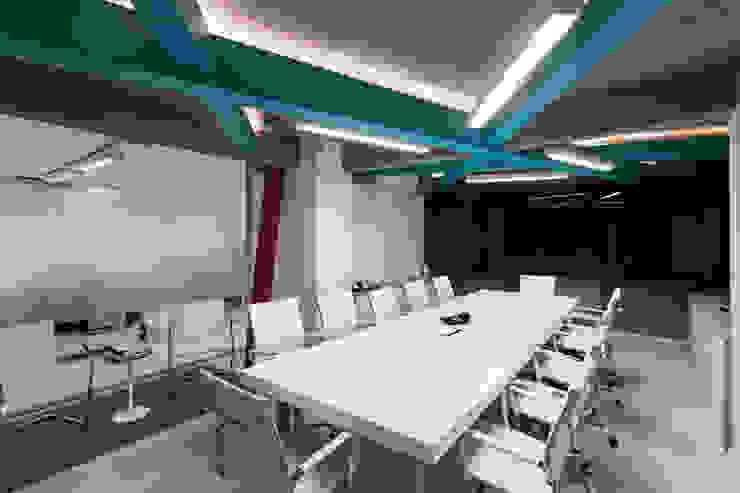 Agencia de Comunicación de Estudio Sespede Arquitectos Moderno Madera Acabado en madera