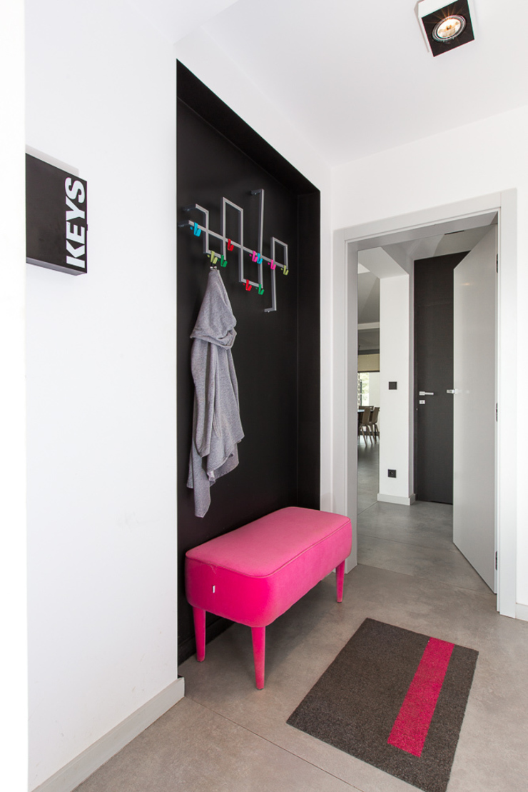 miniszyk Minimalist corridor, hallway & stairs by unikat:lab Minimalist