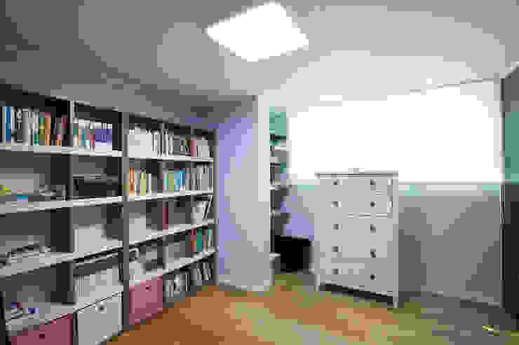 MID 먹줄 Estudios y oficinas modernos