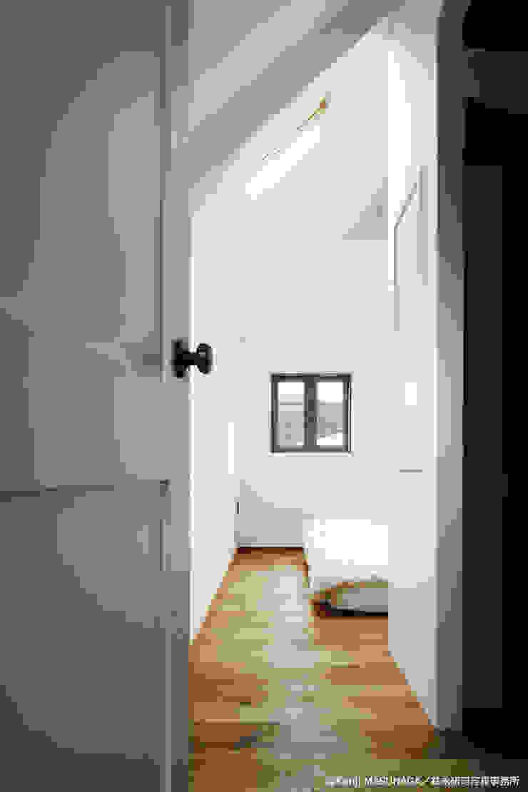 Hym house モダンスタイルの寝室 の ZERO ONE OFFICE モダン