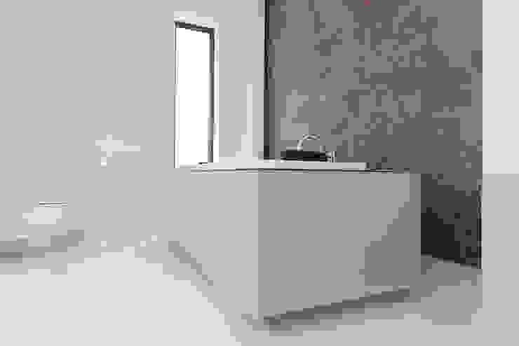 bath tron unikat:lab Modern Bathroom