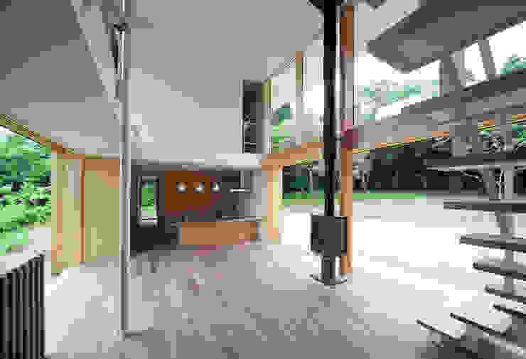House-Sim: 伊藤憲吾建築設計事務所が手掛けたリビングです。,モダン