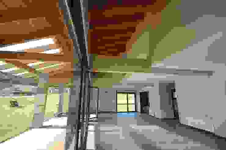 Tres Viviendas Unifamiliares en Gamiz Salones de estilo moderno de BR&C arquitectos Moderno