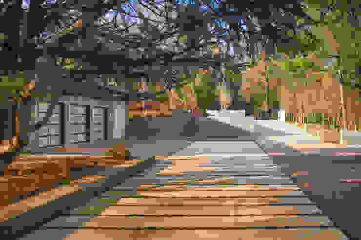 Difficult Run Residence Modern houses by Robert Gurney Architect Modern