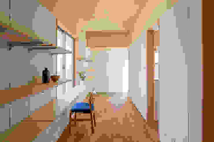 Salas multimedia de estilo  por 矢内建築計画 一級建築士事務所, Ecléctico