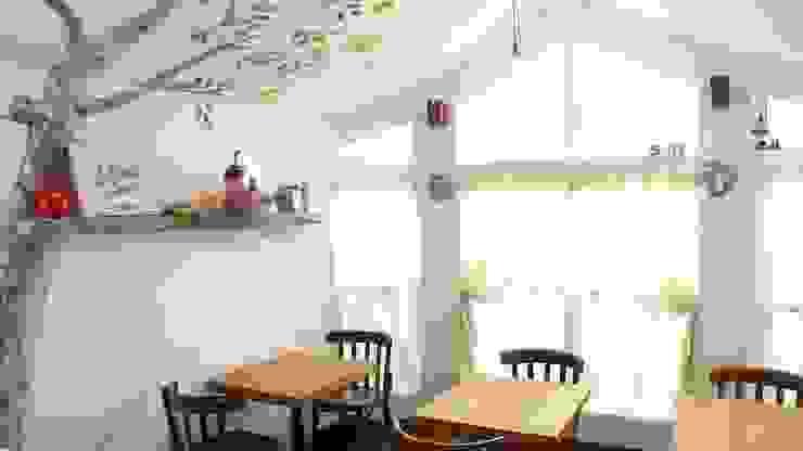 カフェ店内のしっくい壁&天井 地中海風レストラン の 有限会社 八幡工業 ナチュラワイズ 地中海