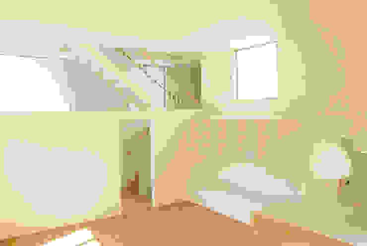 모던스타일 거실 by 平野崇建築設計事務所 TAKASHI HIRANO ARCHITECTS 모던