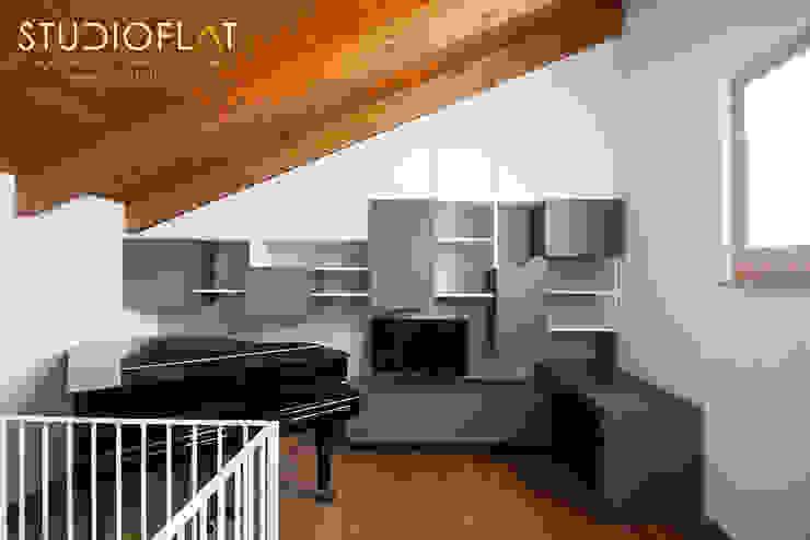 Libreria D - realizzato di STUDIOFLAT Moderno