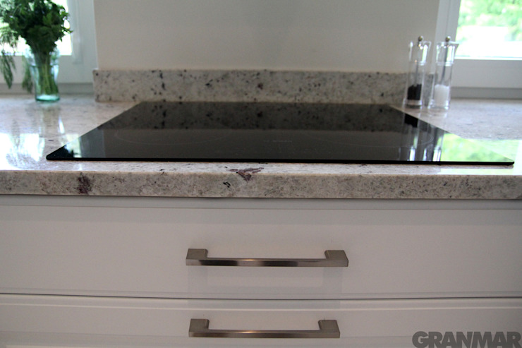 Granit Colonial White obróbka prosta Klasyczna kuchnia od GRANMAR Borowa Góra - granit, marmur, konglomerat kwarcowy Klasyczny