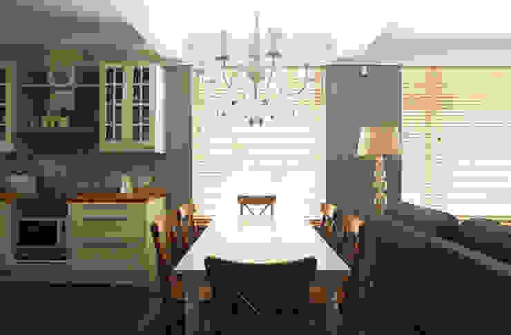 Столовая Столовая комната в классическом стиле от ORT-interiors Классический