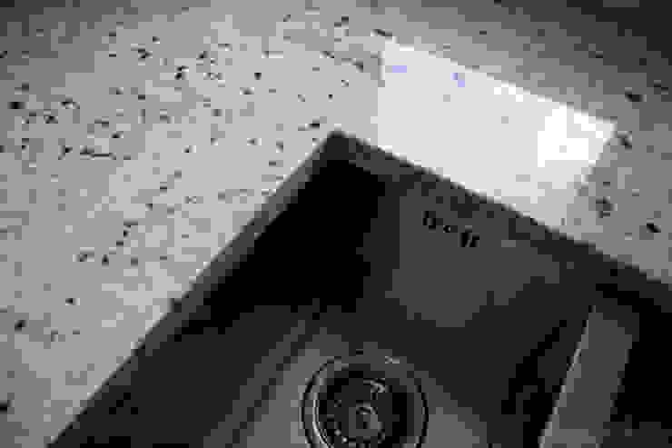 Zlew w blacie kuchennym z naturalnego granitu Klasyczna kuchnia od GRANMAR Borowa Góra - granit, marmur, konglomerat kwarcowy Klasyczny