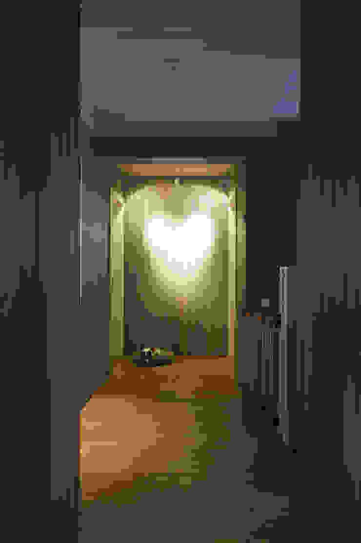 Холл второго этажа Коридор, прихожая и лестница в стиле кантри от ORT-interiors Кантри