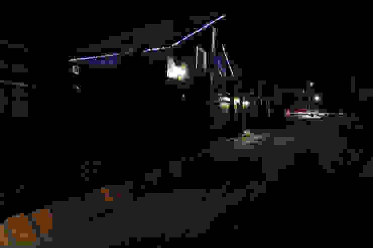 Ночной вид на фасад с улицы Дома в эклектичном стиле от ORT-interiors Эклектичный