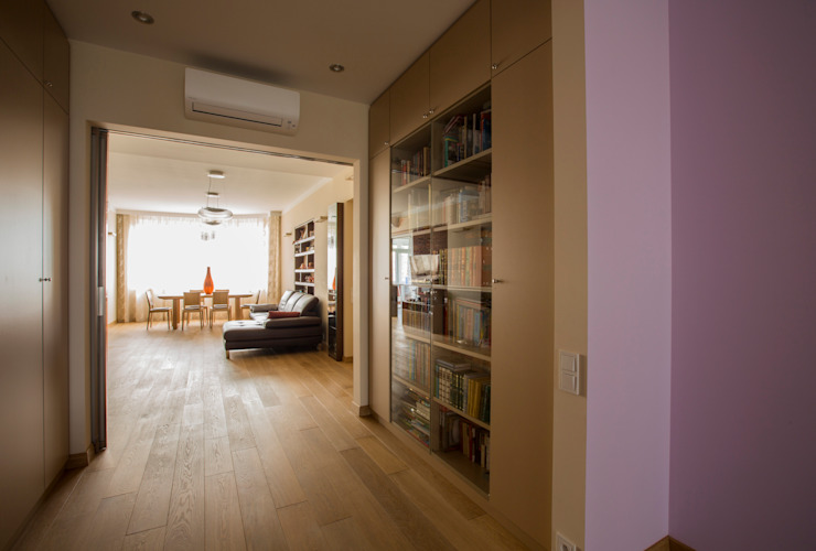 Переход между гостиной и детской гостиной Гостиная в стиле минимализм от ORT-interiors Минимализм