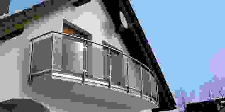 Balkon-/Terrassengeländer Moderner Balkon, Veranda & Terrasse von Stalmach Group Modern