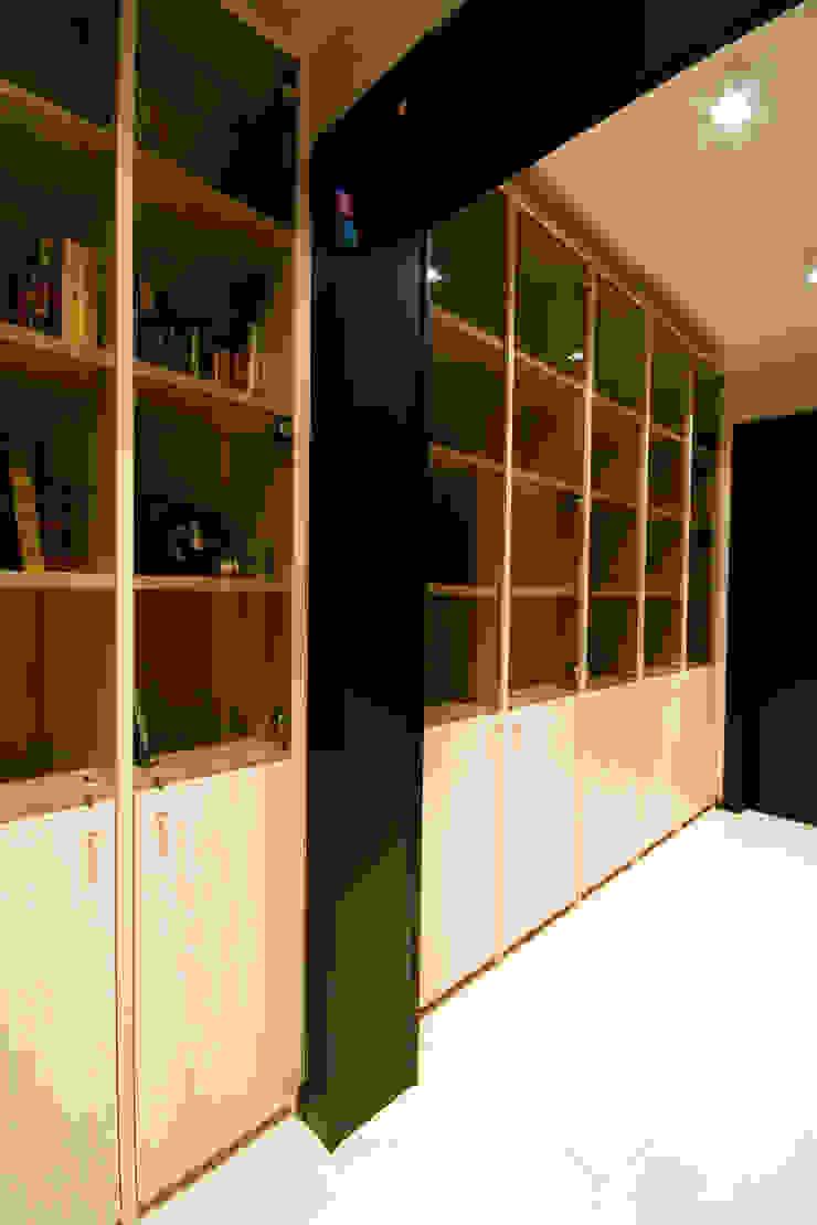Библиотека в коридоре Коридор, прихожая и лестница в стиле минимализм от ORT-interiors Минимализм