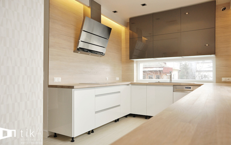 Modern Kitchen by TIKA DESIGN Modern