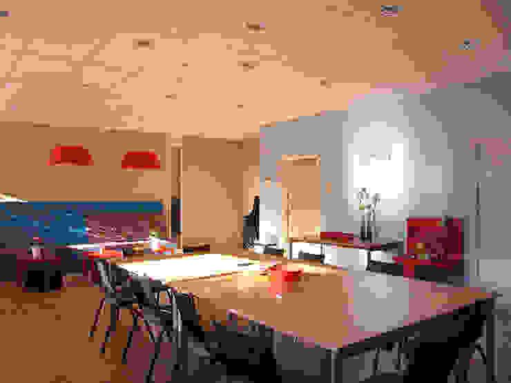 Hoop : highlight met natuurlijke daglicht Moderne kantoorgebouwen van Aileen Martinia interior design - Amsterdam Modern Kunststof