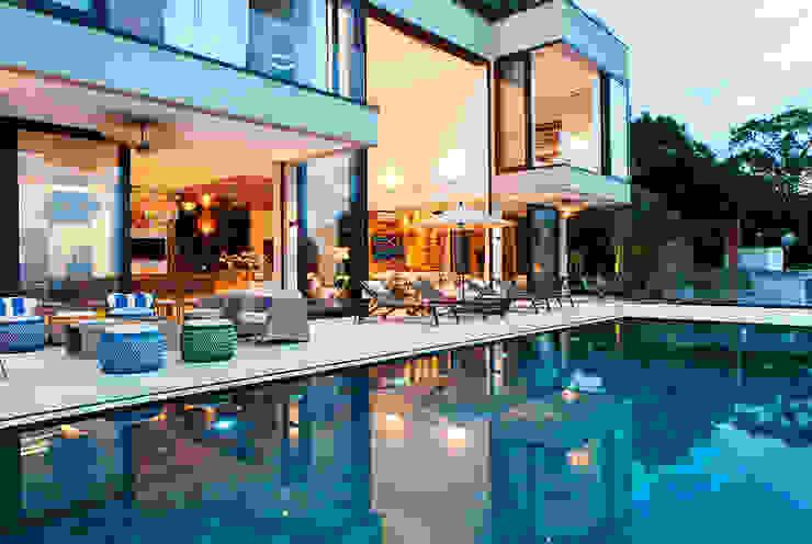 Infinity Spaces Moderner Balkon, Veranda & Terrasse