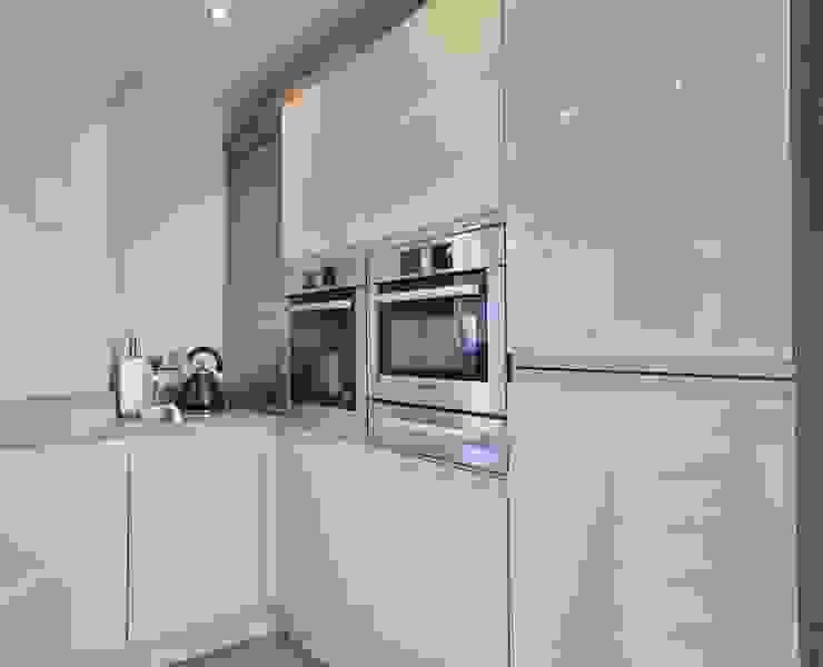 Eye level BOSCH appliances encased in bank of towers Modern kitchen by Kitchencraft Modern