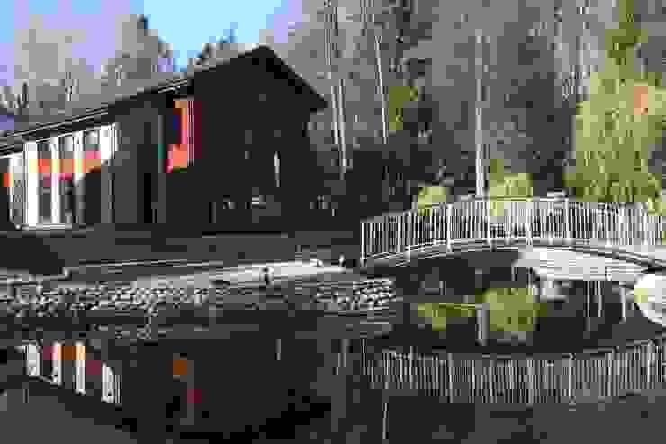 Фасад здания бассейна Дома в стиле минимализм от ORT-interiors Минимализм