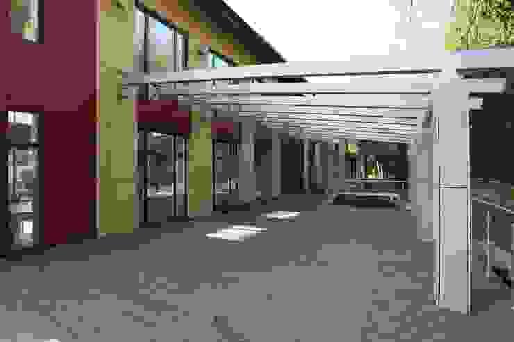 Выход из бассейна на террасу Дома в стиле минимализм от ORT-interiors Минимализм