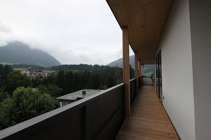 Einfamilienhaus TR Minimalistischer Balkon, Veranda & Terrasse von architekt stöckl michael zt gmbh Minimalistisch