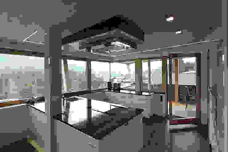 Einfamilienhaus TR Minimalistische Küchen von architekt stöckl michael zt gmbh Minimalistisch