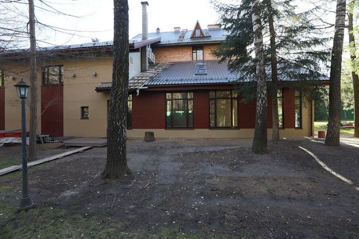 Задний фасад здания бассенйа Дома в стиле минимализм от ORT-interiors Минимализм