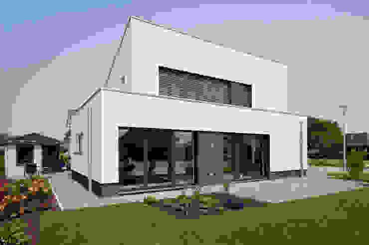 Haus E - Passivhaus des Jahres 2012 (im Auftrag Sommer Passivhaus GmbH) Minimalistische Häuser von Architektur Jansen Minimalistisch