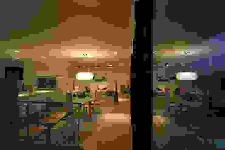 Construction d'une villa contemporaine à Bénodet Salon moderne par LE LAY Jean-Charles Moderne