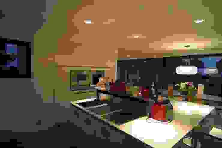 Construction d'une villa contemporaine à Bénodet Cuisine moderne par LE LAY Jean-Charles Moderne