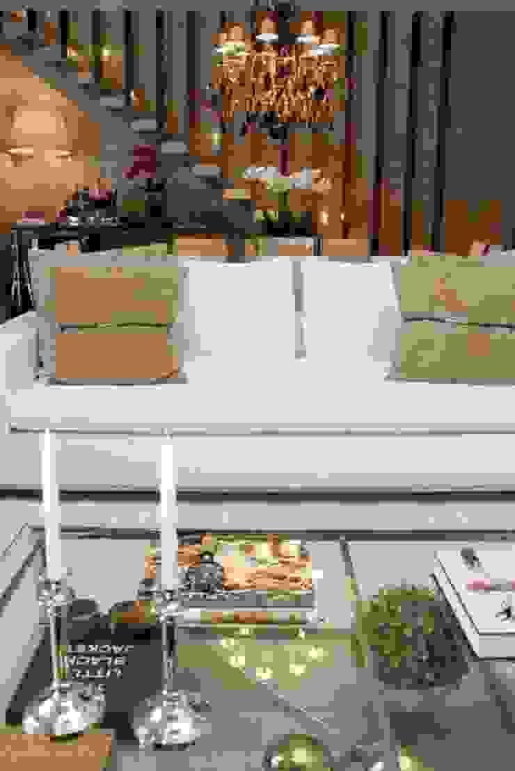 Living- C|H Salas de estar clássicas por Carolina Fagundes - Arquitetura e Interiores Clássico