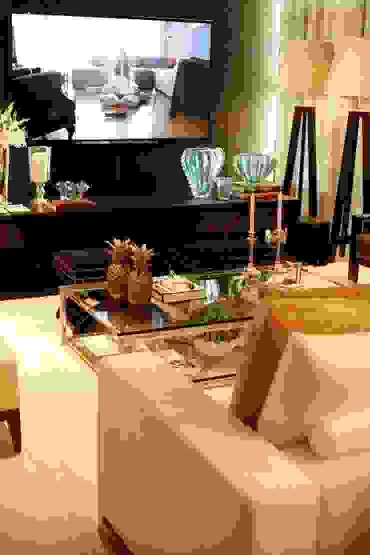 Living - C|H Salas de estar clássicas por Carolina Fagundes - Arquitetura e Interiores Clássico