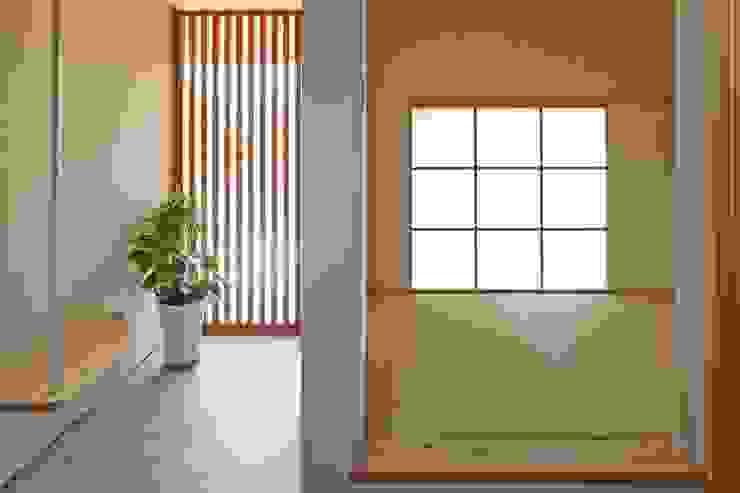 玄関、和室 北欧スタイルの 玄関&廊下&階段 の ムラカミマサヒコ一級建築士事務所 北欧