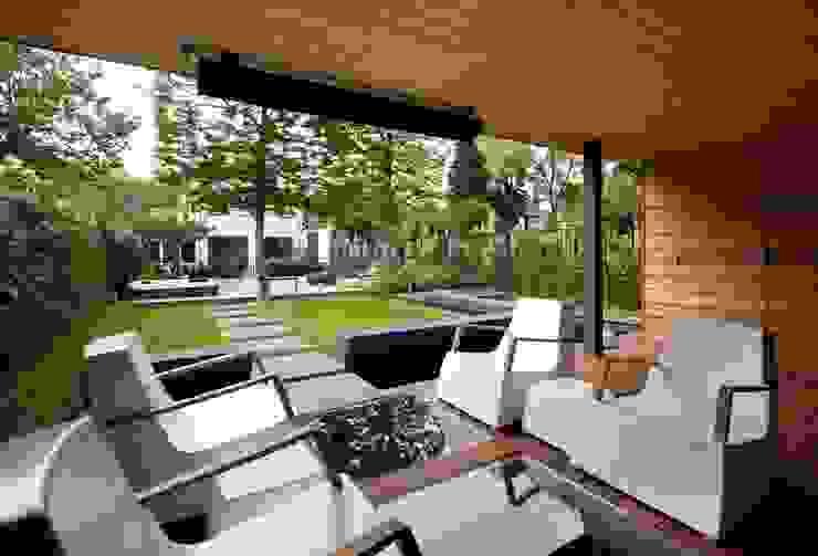 Tuin met zichtlijn Moderne tuinen van Stoop Tuinen Modern