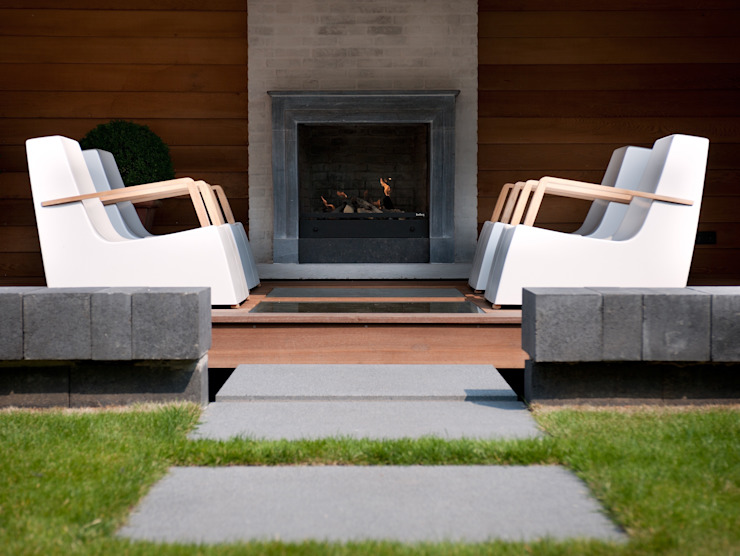 Overdekte zit met haard Moderne tuinen van Stoop Tuinen Modern