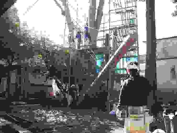 Tree house: 建築設計事務所 山田屋が手掛けた折衷的なです。,オリジナル