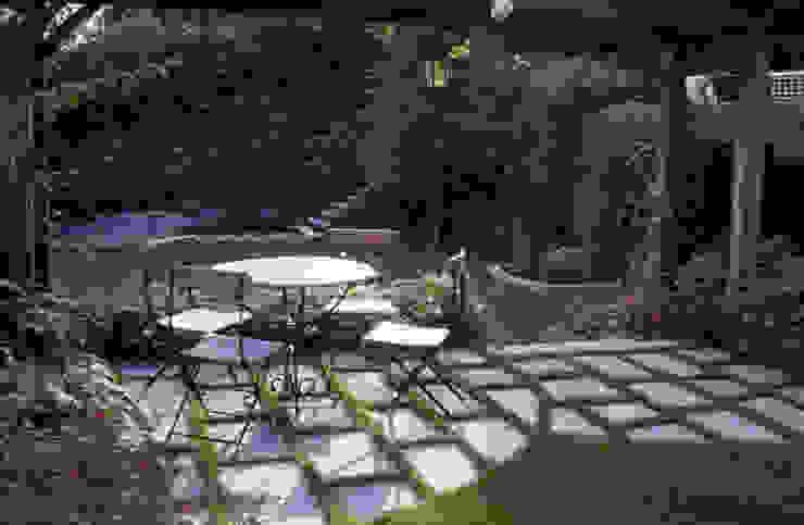 Eclectic style garden by MASSIMO SEMOLA PROGETTAZIONE GIARDINI MILANO Eclectic