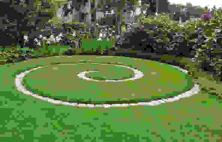Jardines de estilo ecléctico de MASSIMO SEMOLA PROGETTAZIONE GIARDINI MILANO Ecléctico