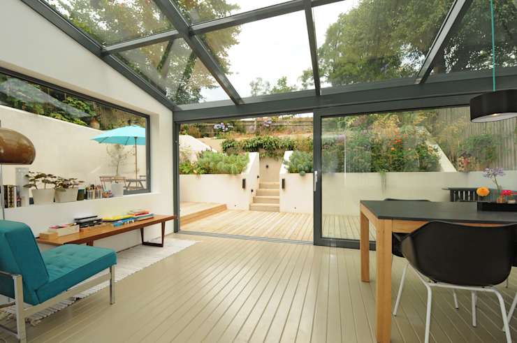 Glass roofed dining extension por Imperfect Interiors Escandinavo