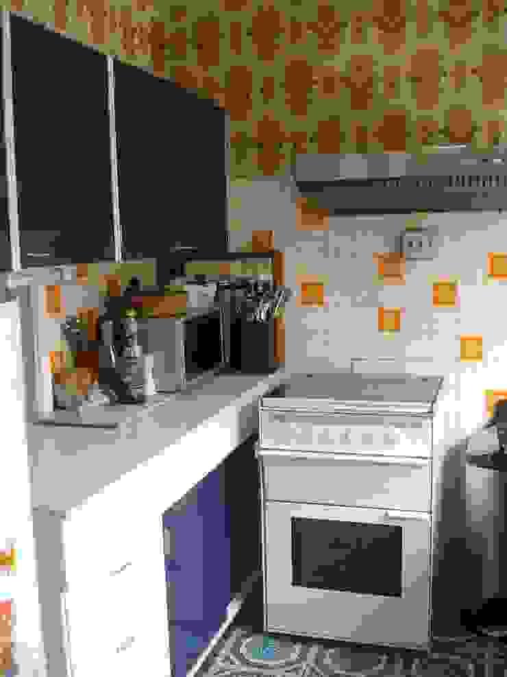 The kitchen before por Imperfect Interiors Escandinavo