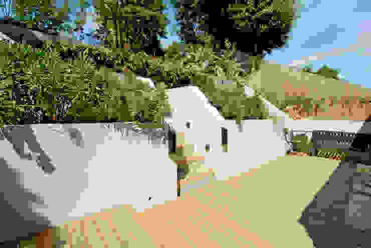 Newly designed garden por Imperfect Interiors Escandinavo
