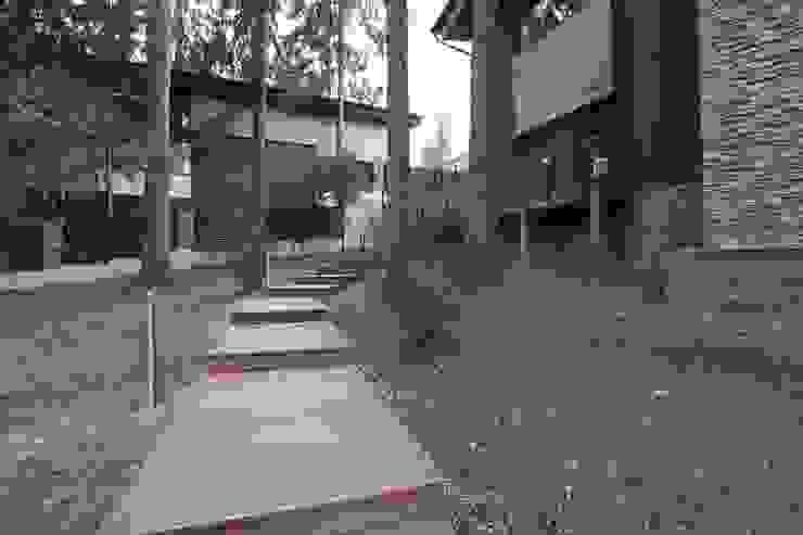 Дорожка к гостевому дому Дома в стиле минимализм от ORT-interiors Минимализм