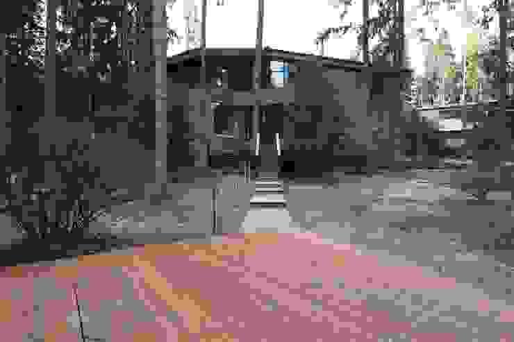 Вид от пруда Дома в стиле минимализм от ORT-interiors Минимализм