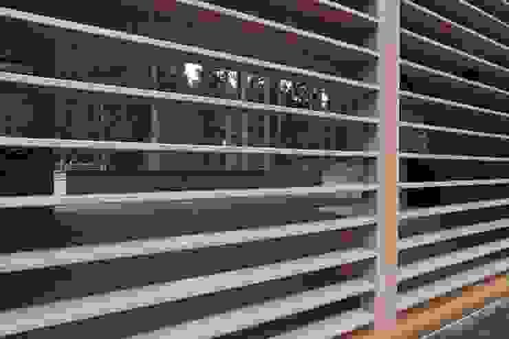 Задняя стенка беседки Дома в стиле минимализм от ORT-interiors Минимализм