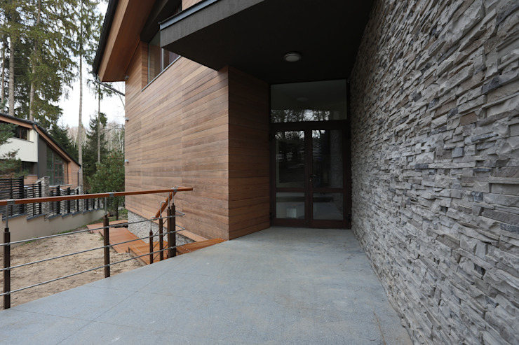 Основной вход в дом Дома в стиле минимализм от ORT-interiors Минимализм