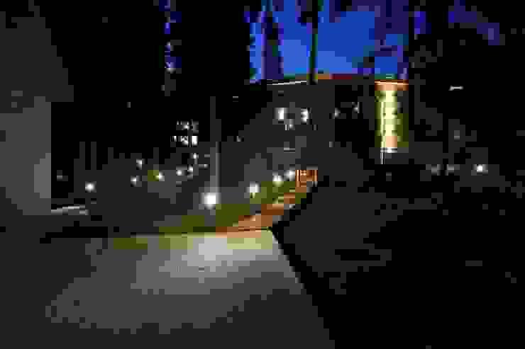 Главный дом в ночном освещение Дома в стиле минимализм от ORT-interiors Минимализм