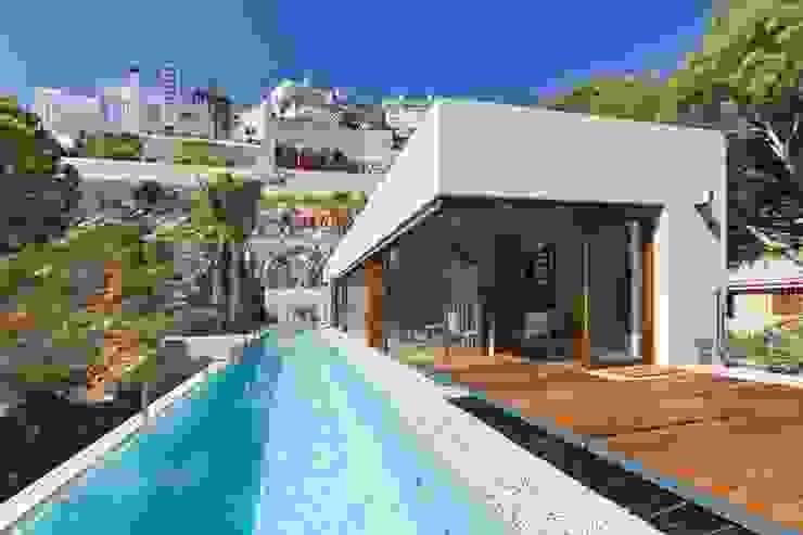 Piscinas modernas por Ascoz Arquitectura Moderno
